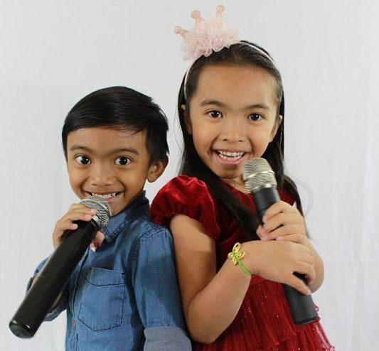 kids enjoying their online voice lessons