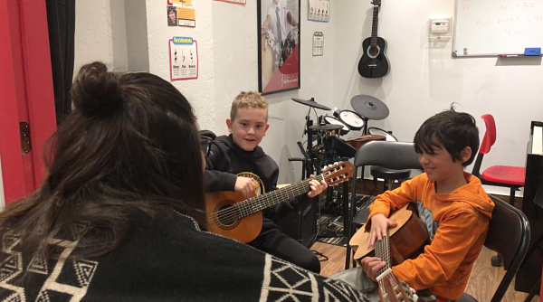 Guitar Make Up Class with students and teacher_opt