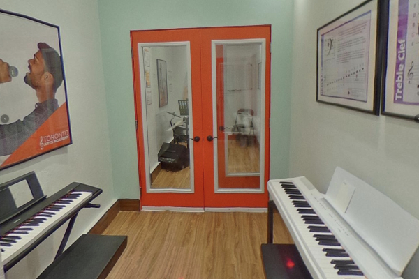 group class lesson room with pianos_opt
